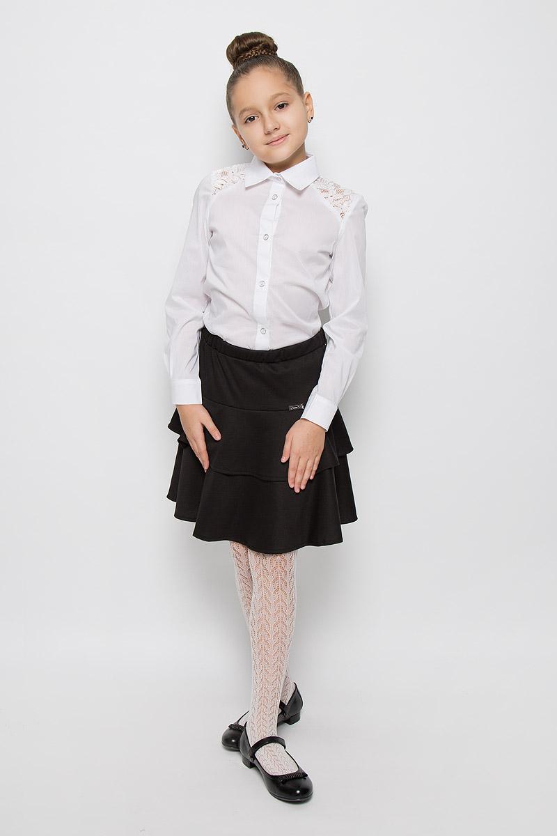 БлузкаCWR26012A-1/CWR26012B-1Очаровательная блуза Nota Bene изготовлена из высококачественного комбинированного материала. Модель с отложным воротником и длинными рукавами застегивается на пуговицы по всей длине. Низ рукавов дополнен манжетами на пуговицах. Блуза оформлена кружевной вставкой. Такая блузка послужит замечательным дополнением к гардеробу вашей дочурки.