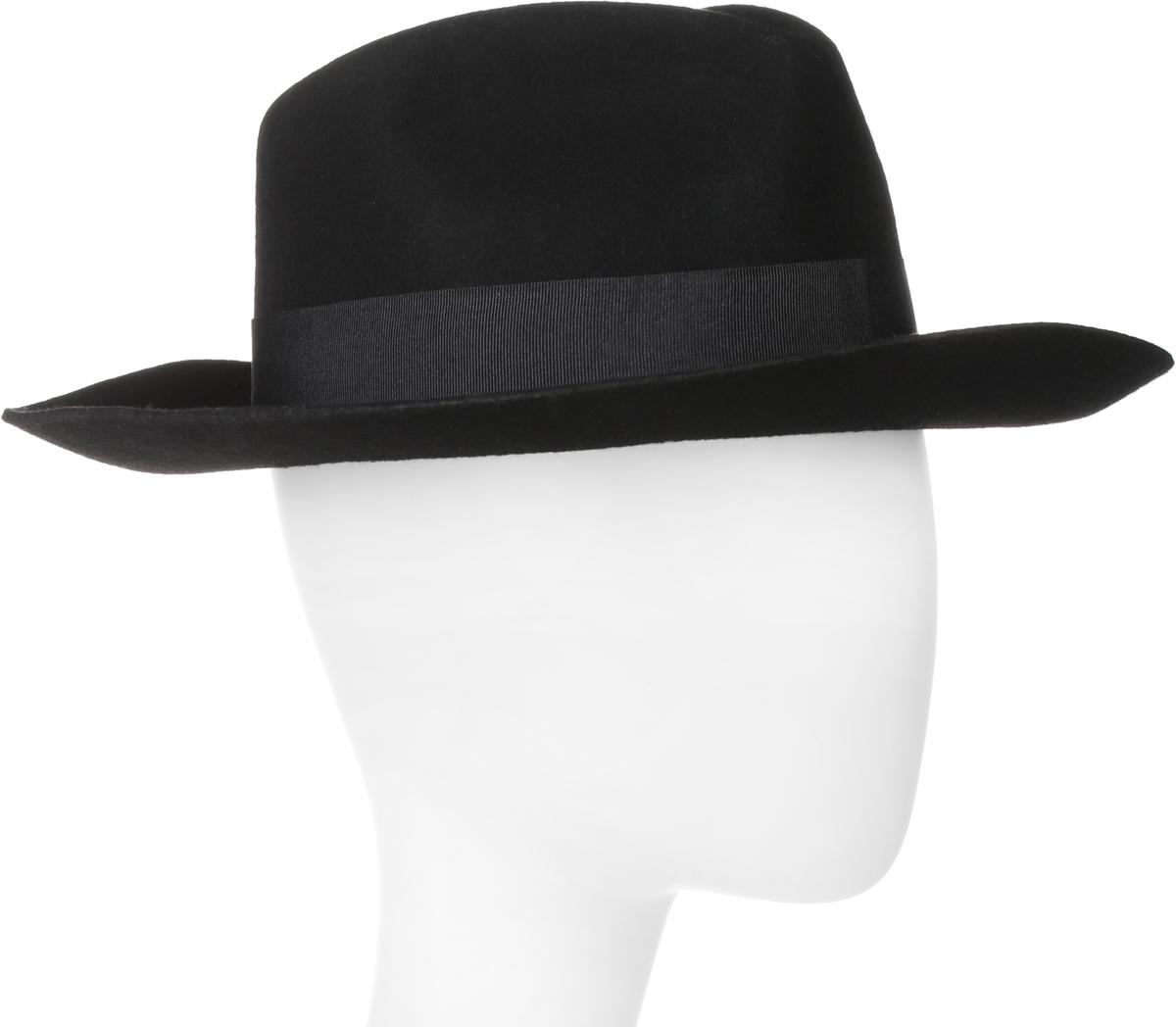 Шляпа600-9317Элегантная шляпа Goorin Brothers, выполненная из высококачественного тонкого фетра, дополнит любой образ. Модель с А-образной тульей с продольным заломом и со слегка загнутыми вверх полями. Внутри модель дополнена плотной тесьмой для комфортной посадки изделия по голове. Шляпа-федора по тулье оформлена репсовой лентой с лаконичным бантом и дополнена металлическим элементом в виде логотипа бренда. Такая шляпа подчеркнет вашу неповторимость и прекрасный вкус.