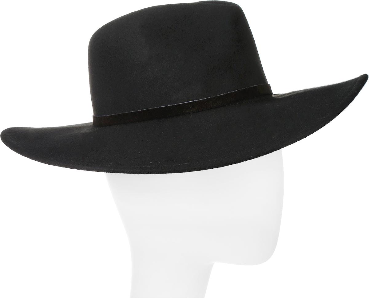 Шляпа100-6342Элегантная шляпа Queen of Knives от Goorin Brothers, выполненная из фетра, дополнит любой образ. Модель с невысокой тульей с продольными заломами и слегка загнутыми вверх полями. Внутри модель дополнена плотной тесьмой для комфортной посадки изделия по голове. Шляпа по тулье оформлена кожаной узкой тесьмой и дополнена металлическим элементом в виде логотипа бренда. Такая шляпа подчеркнет вашу неповторимость и прекрасный вкус.