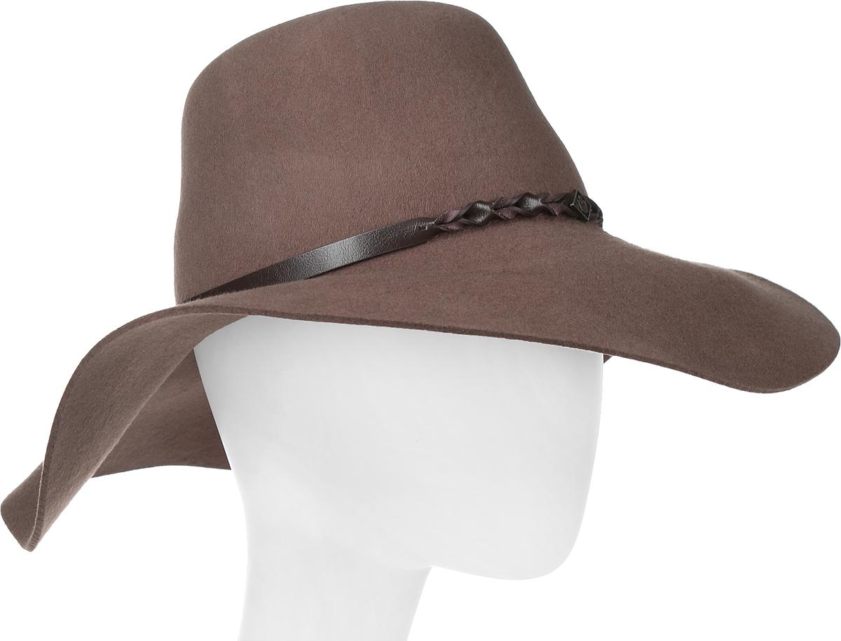 605-9709Элегантная шляпа Goorin Brothers, выполненная из высококачественного тонкого фетра, дополнит любой образ. Модель с невысокой тульей и широкими полями. Внутри модель дополнена плотной тесьмой для комфортной посадки изделия по голове. Шляпа-флоппи по тулье оформлена тонким ремешком, который спереди отмечен логотипом Goorin Bros. Такая шляпа подчеркнет вашу неповторимость и прекрасный вкус.