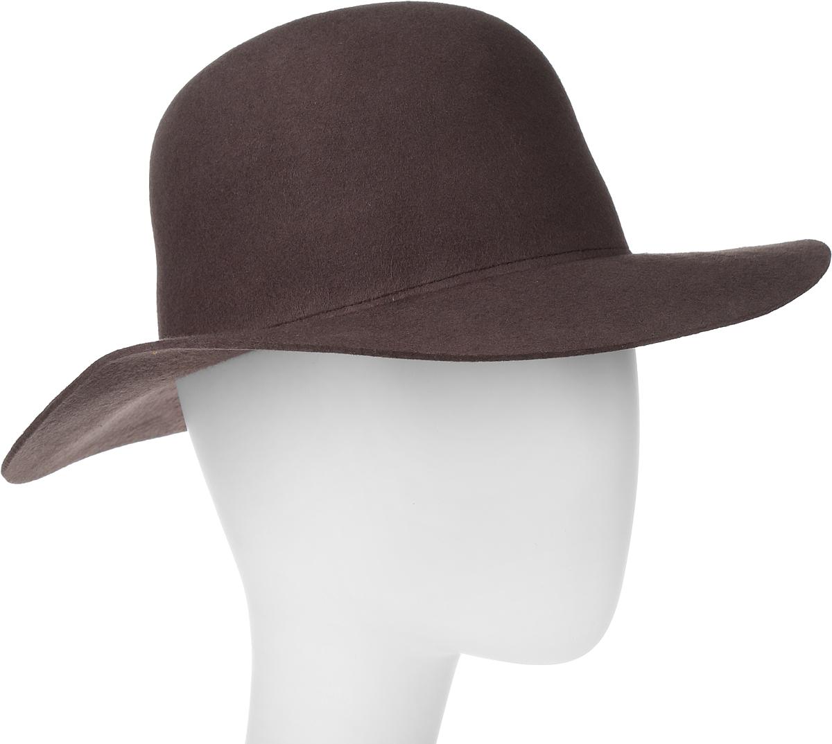 Шляпа100-9697Элегантная шляпа Goorin Brothers, выполненная из шерстяного фетра, дополнит любой образ. Модель с конструкцией тульи open crown и прямыми полями. Особенность такой шляпы в том, что Вы можете сформировать продольную вмятину на тулье и защипы по её бокам собственноручно - эластичный фетр легко поддаётся корректировке пальцами. Такая шляпа подчеркнет вашу неповторимость и прекрасный вкус. За счёт своей свободной конструкции модель большемерит.