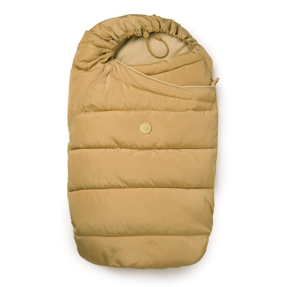 40000 BeigeУтепленный конверт для новорожденных Happy Baby Muffy прекрасно подходит для прогулок в коляске. Изделие выполнено из синтетического материала. Конверт просторный, легкий, сохраняет тепло и предотвращает проникновение ветра. В качестве утеплителя используется синтепух - он теплый, легкий, легко восстанавливается в исходное состояние при смятии и экологически чистый. Застегивается модель на пуговицу, с внутренней стороны - на кнопку. Нижняя часть конверта оснащена клапаном с резинкой, застегивающимся на липучку, который надежно фиксирует конверт в закрытом виде. Сверху конверт оснащен эластичным шнурком с ограничителем, благодаря которому можно регулировать величину капюшона. Модель легко крепится пятиточечными ремнями безопасности. Конверт трансформируется в одеяло.