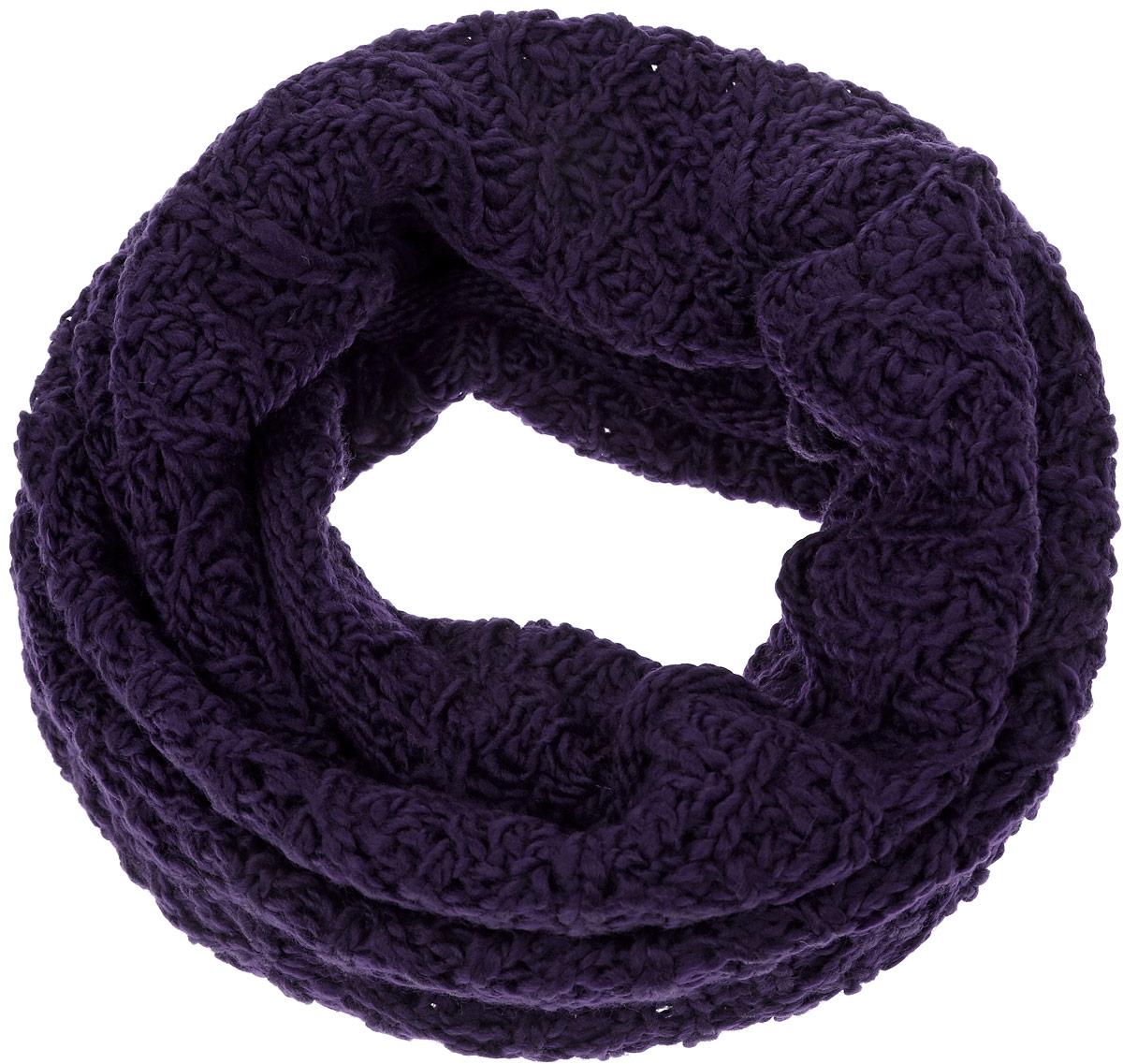 44452/2Женский вязаный снуд-хомут Snezhna выполнен из сочетания высококачественного акрила и теплой шерсти, отлично подойдет для повседневной носки в прохладную погоду. Модель связана кольцом и выполнена оригинальной узорчатой вязкой. Изделие мягко драпируется и красиво распределяется в области шеи.