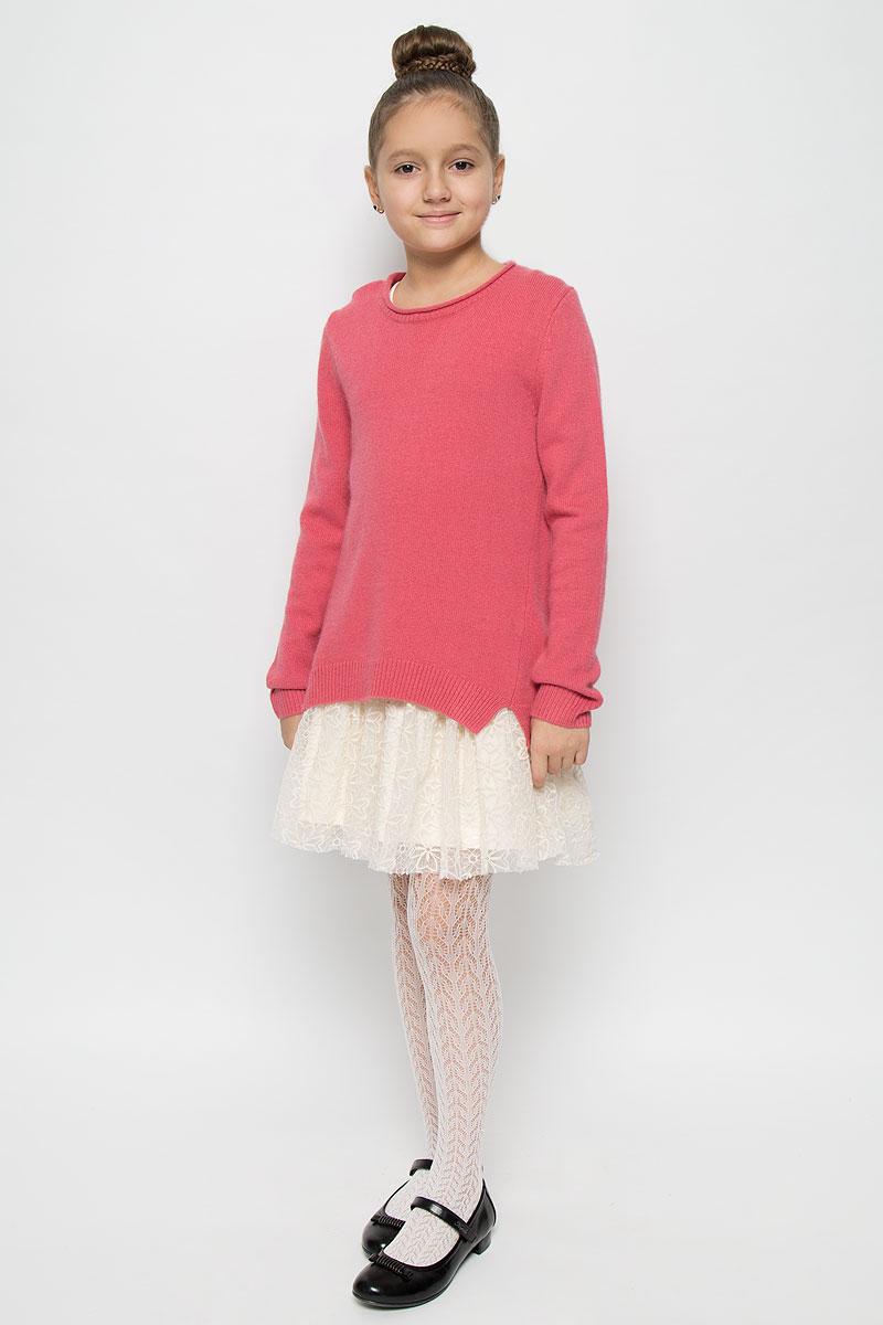 Комплект одежды21606GKC0201Прекрасный джемпер для девочки из мягкой благородной пряжи в сочетании с хлопковым сарафаном, оформленным кружевом, создают потрясающий эффект элегантного платья. Платье выполнено из эластичного хлопка. Модель с круглым вырезом горловины и без рукавов. Джемпер выполнен из высококачественной комбинированной пряжи. Модель с круглым вырезом горловины и длинными рукавами. Низ изделия, манжеты рукавов и горловина связаны резинкой. По бокам модель оформлена небольшими декоративными разрезами.