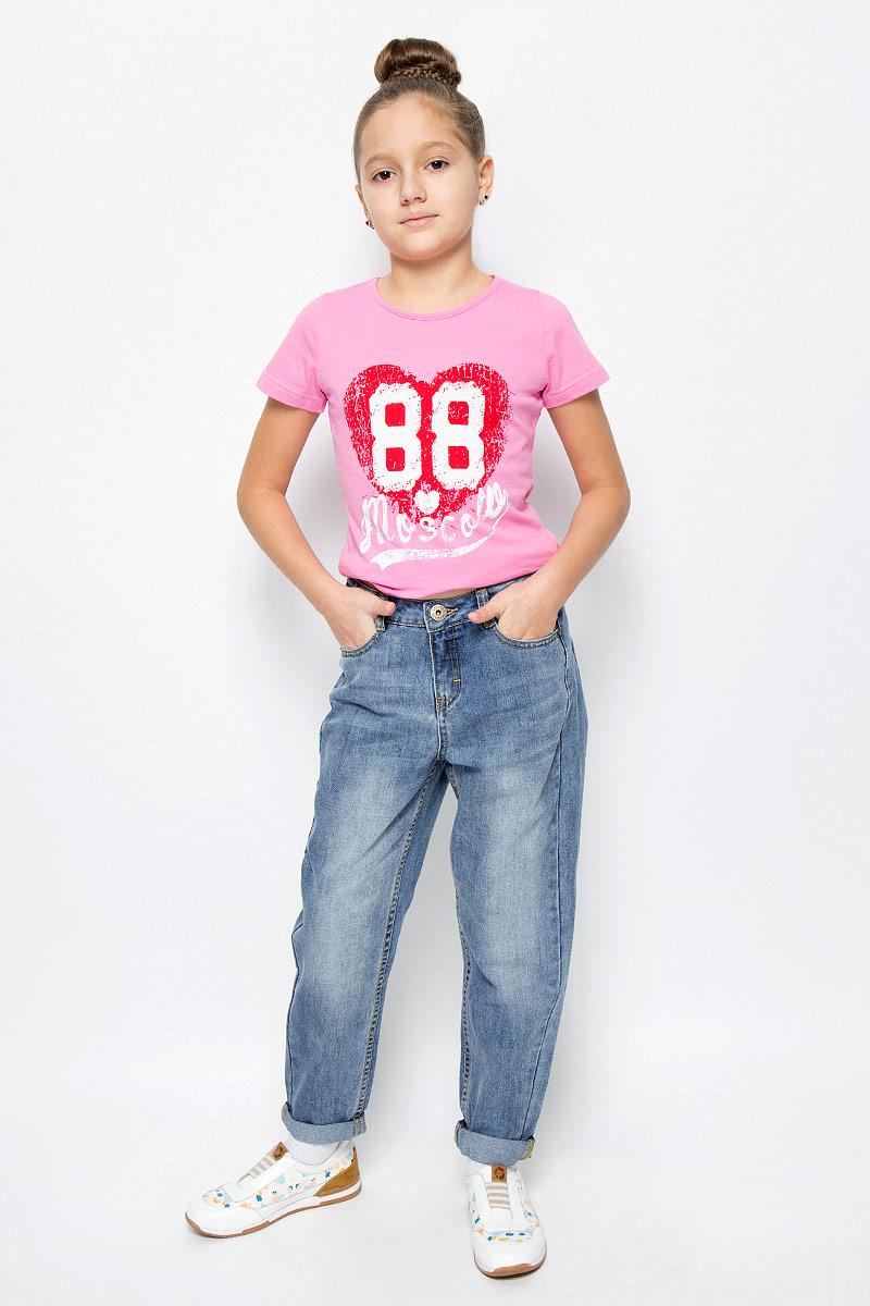 21610GTC6304Стильные джинсы Gulliver Осенний сад, изготовленные из натурального хлопка, необычайно мягкие и приятные на ощупь, не сковывают движения и позволяют коже дышать, не раздражают даже самую нежную и чувствительную кожу ребенка, обеспечивая наибольший комфорт. Джинсы-бойфренды застегиваются на пуговицу в поясе и ширинку на застежке-молнии. С внутренней стороны пояс дополнен регулируемой эластичной резинкой, которая позволяет подогнать модель по фигуре. Спереди джинсы дополнены двумя втачными карманами и маленьким прорезным кармашком, сзади - двумя накладными карманами. Модель оформлена контрастной прострочкой, перманентными складками и эффектом потертости.