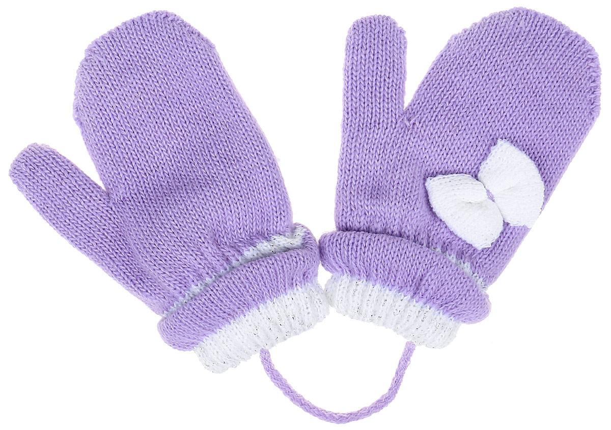 ADA1-22Детские варежки Margot Bis Ada, выполненные из шерсти и акрила, согреют руки в прохладное время года. Модель дополнена широкими трикотажными манжетами с декоративными отворотами, не стягивающими запястья и надежно фиксирующими варежки на руках ребенка. А также чтобы варежки не потерялись, изделие дополнено текстильным шнурком. Модель оформлена оригинальным бантиком.