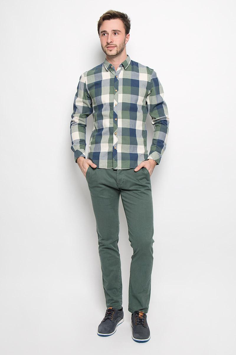 Рубашка2032524.62.12_2801Мужская рубашка Tom Tailor Denim выполнена из натурального хлопка. Модель приталенного кроя с длинными рукавами и отложным воротником застегивается на пуговицы по всей длине и оформлена принтом в клетку. Манжеты рукавов оснащены застежками-пуговицами.