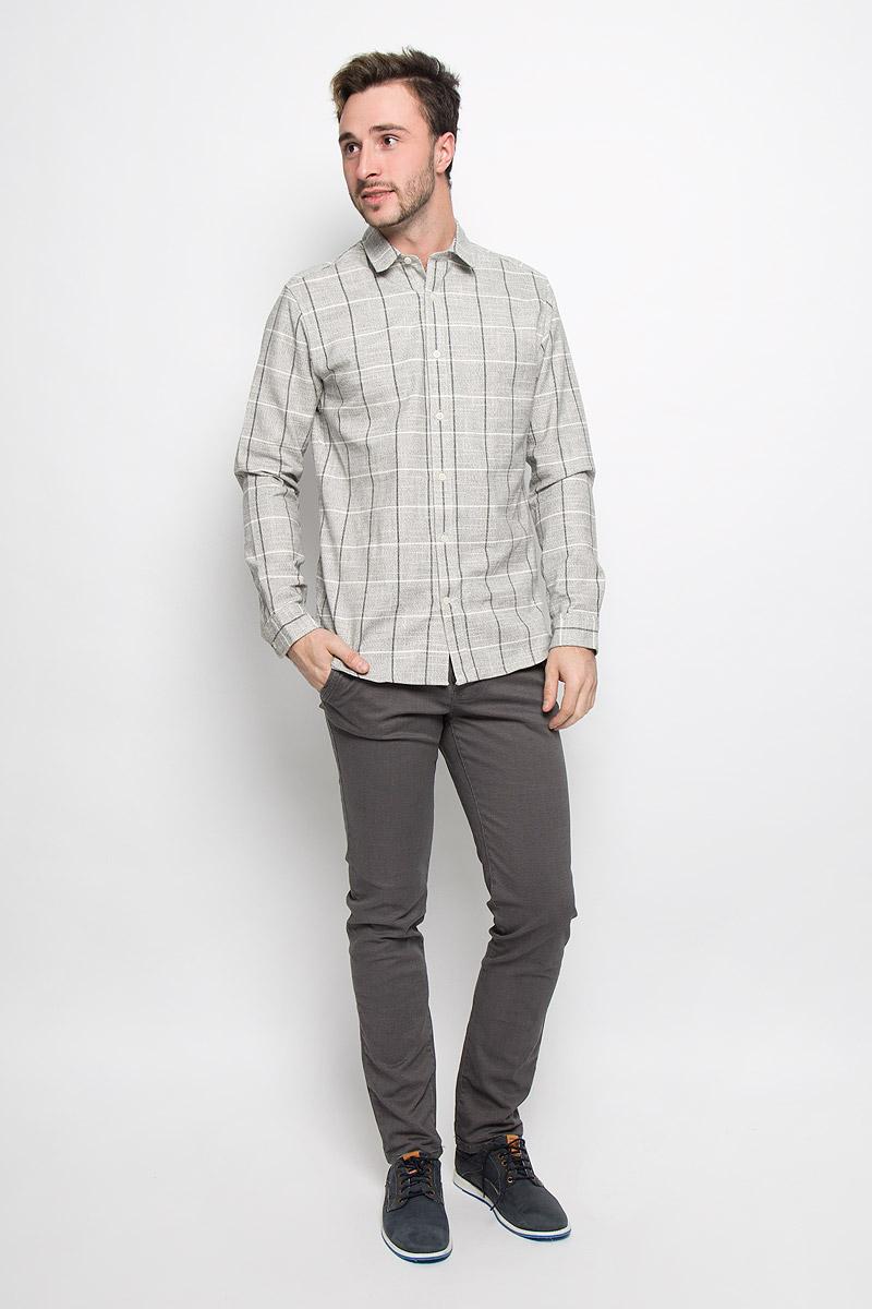 16052131_BlueberryМужская рубашка Selected Homme выполнена из натурального хлопка. Модель классического кроя с длинными рукавами и отложным воротником застегивается на пуговицы по всей длине. Манжеты рукавов оснащены застежками-пуговицами. Рубашка оформлена оригинальным принтом.