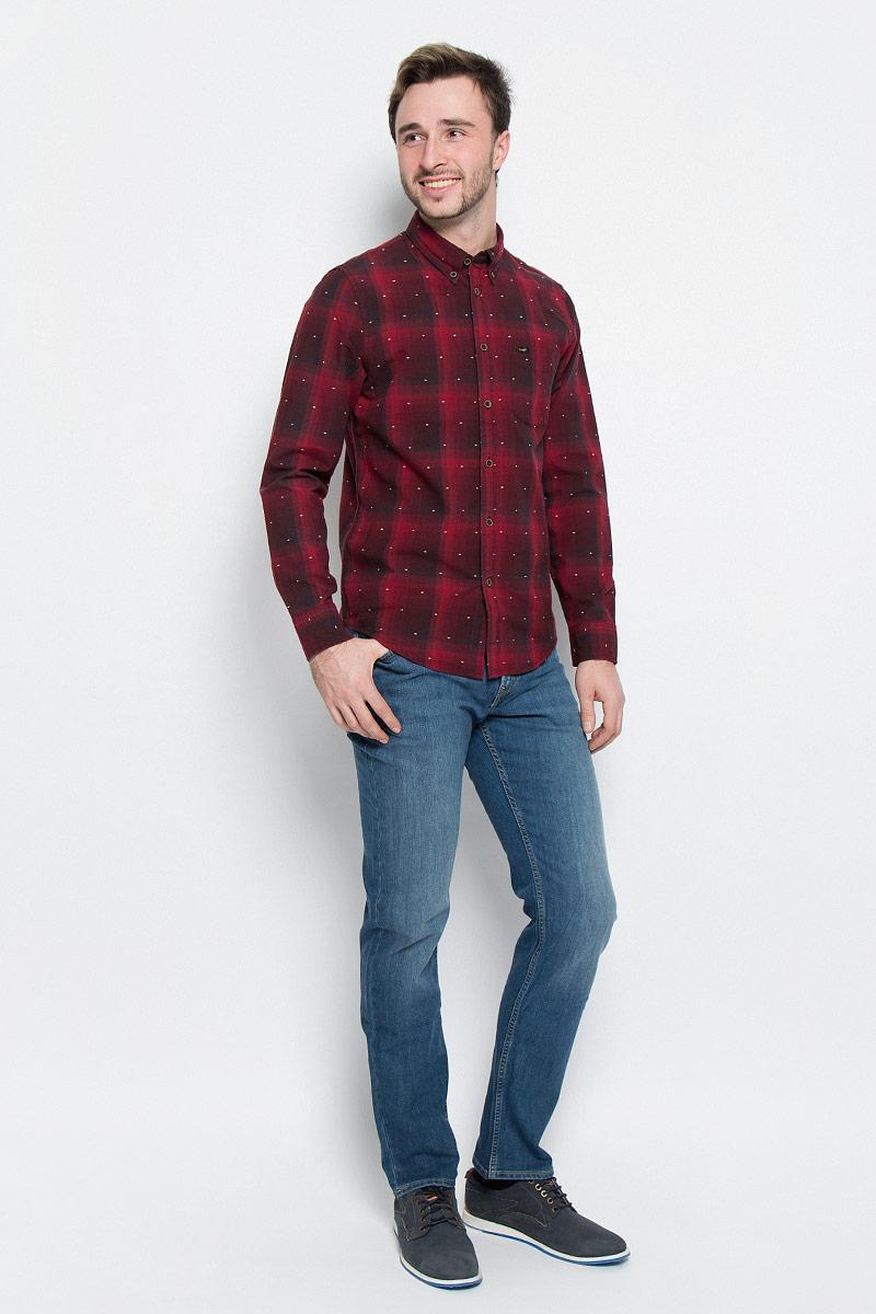 РубашкаL880CILLМужская рубашка Lee выполнена из натурального хлопка. Рубашка regular fit с длинными рукавами и отложным воротником застегивается на пуговицы спереди. Манжеты рукавов также застегиваются на пуговицы. Рубашка оформлена принтом в клетку. Модель дополнена накладным нагрудным кармашком.