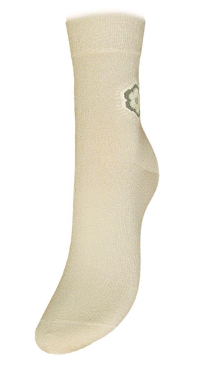 НоскиSCL43Женские носки Гранд выполнены из высококачественного хлопка, предназначены для повседневной носки. Носки с бесшовной технологией зашивки мыска (кеттельный шов), оформленные на паголенке текстурным рисунком ромашка, изготовлены по европейским стандартам из самой лучшей гребенной пряжи, хорошо держат форму и обладают повышенной воздухопроницаемостью, имеют безупречный внешний вид, усиленные пятку и мысок для повышенной износостойкости, после стирки не меняют цвет. Носки долгое время сохраняют форму и цвет, а так же обладают антибактериальными и терморегулирующими свойствами.