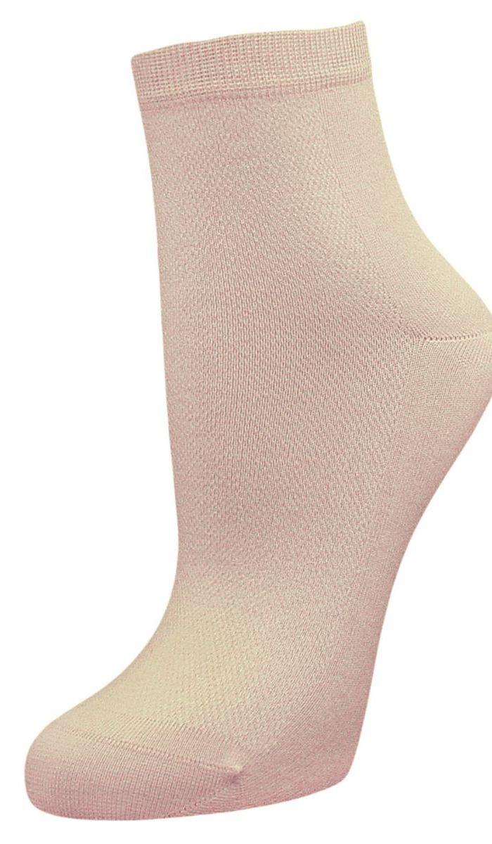 SCL48Женские носки Гранд выполнены из высококачественного хлопка, предназначены для повседневной носки. Носки с бесшовной технологией зашивки мыска (кеттельный шов) изготовлены по европейским стандартам из самой лучшей гребенной пряжи, хорошо держат форму и обладают повышенной воздухопроницаемостью, имеют безупречный внешний вид, усиленные пятку и мысок для повышенной износостойкости, после стирки не меняют цвет. Функция отвода влаги позволяет сохранить ноги сухими. Благодаря свойствам эластана, не теряют первоначальный вид. Носки долгое время сохраняют форму и цвет, а так же обладают антибактериальными и терморегулирующими свойствами.