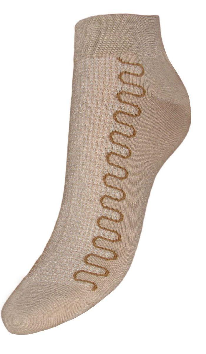 Комплект носковSCL6Женские укороченные носки Гранд изготовлены из высококачественного хлопка с добавлением полиамидных и эластановых волокон, они обладают антибактериальными и теплоизолирующими свойствами, хорошо впитывают влагу, не садятся и не деформируются. Изделие дополнено рисунком в волна по всему носку. Мягкая анатомическая резинка идеально облегает ногу. Мысок и пятка усилены. В комплект входят две пары носков.