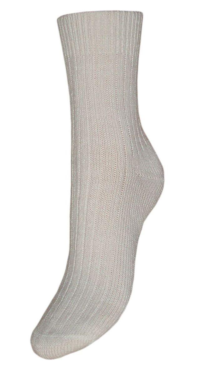 SA70Женские зимние носки Гранд выполнены из высококачественной пряжи. Носки имеют легкий шелковый блеск, усиленные пятку и мысок для повышенной износостойкости, безупречный внешний вид, после стирки не меняют цвет. Функция отвода влаги позволяет сохранить ноги сухими. Благодаря свойствам эластана, не теряют первоначальный вид. Носки произведены по европейским стандартам на современных вязальных автоматах.
