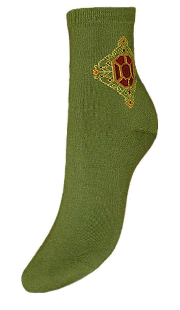 НоскиSCL76Женские носки Гранд выполнены из высококачественного хлопка. Носки с бесшовной технологией зашивки мыска (кеттельный шов), оформленные на паголенке оригинальным рисунком, хорошо держат форму и обладают повышенной воздухопроницаемостью, имеют безупречный внешний вид, усиленные пятку и мысок для повышенной износостойкости, после стирки не меняют цвет. Носки долгое время сохраняют форму и цвет, а так же обладают антибактериальными и терморегулирующими свойствами.