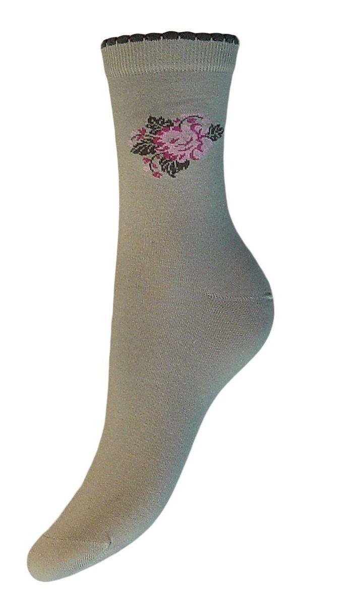Комплект носковSCL77Женские носки Гранд выполнены из высококачественного хлопка. Носки, оформленные на паголенке рисунком цветок, изготовлены по европейским стандартам из самой лучшей гребенной пряжи. Они имеют безупречный внешний вид, усиленные пятку и мысок для повышенной износостойкости, после стирки не меняют цвет. Носки долгое время сохраняют форму и цвет, а так же обладают антибактериальными и терморегулирующими свойствами.