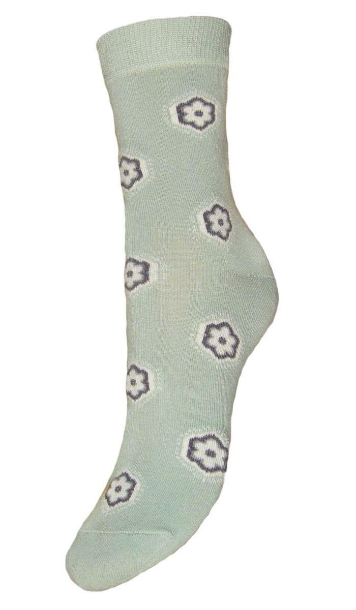 НоскиSCL44Женские носки Гранд выполнены из высококачественного хлопка, предназначены для повседневной носки. Носки с бесшовной технологией зашивки мыска (кеттельный шов), оформленные текстурным рисунком ромашки, изготовлены по европейским стандартам из самой лучшей гребенной пряжи, хорошо держат форму и обладают повышенной воздухопроницаемостью, имеют безупречный внешний вид, усиленные пятку и мысок для повышенной износостойкости, после стирки не меняют цвет. Благодаря свойствам эластана, не теряют первоначальный вид. Используя европейские стандарты на современных вязальных автоматах, компания Гранд предоставляет покупателю высокое качество изготавливаемой продукции.