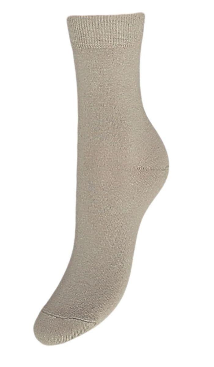 НоскиSCL27Женские однотонные носки Гранд выполнены из хлопка. Носки с бесшовной технологией зашивки мыска (кеттельный шов) изготовлены по европейским стандартам из самой лучшей гребенной пряжи, они безупречный внешний вид, усиленные пятку и мысок для повышенной износостойкости, после стирки не меняют цвет. Функция отвода влаги позволяет сохранить ноги сухими. Благодаря свойствам эластана, не теряют первоначальный вид. Используя европейские стандарты на современных вязальных автоматах, компания Гранд предоставляет покупателю высокое качество изготавливаемой продукции.