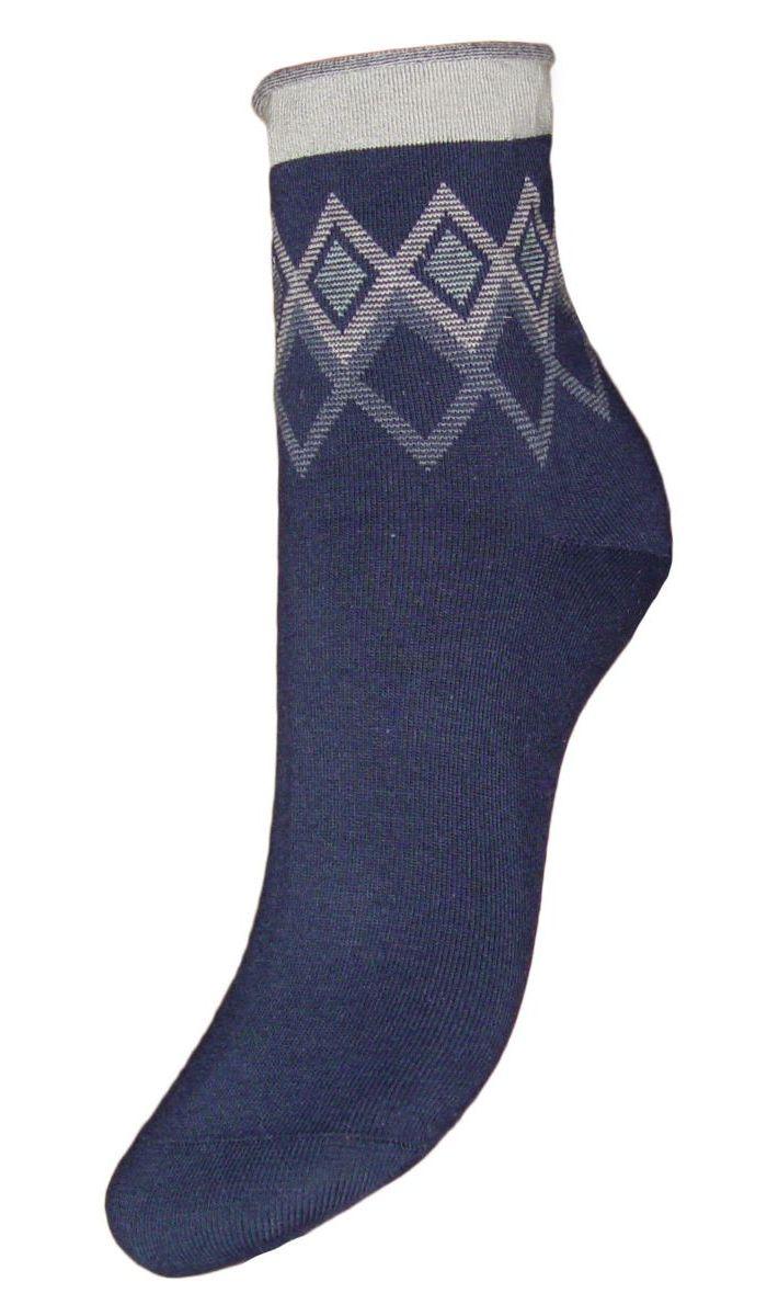 SCL65Женские носки Гранд с медицинской резинкой изготовлены по специальной технологии для людей, страдающих заболеваниями ног, а также для тех, кто думает о своем здоровье и хочет предотвратить эти заболевания. Данная модель медицинских носков мягкая, удобная, эластичная и прочная. Носки предназначены для оздоровления ног и профилактики венозной недостаточности, а также для снятия синдрома тяжести в ногах. Носки с бесшовной технологией зашивки мыска (кеттельный шов) изготовлены по европейским стандартам из лучшей гребенной пряжи, хорошо держат форму и обладают повышенной воздухопроницаемостью, имеют безупречный внешний вид, усиленные пятку и мысок для повышенной износостойкости, после стирки не меняют цвет. Компания Гранд использует только натуральные волокна для изготовления лечебных носков по всем требованиям медицинских стандартов.