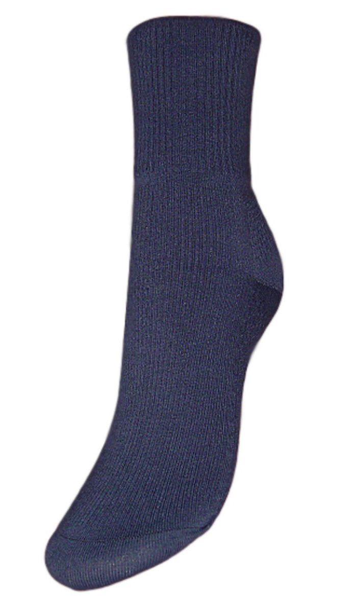 SCL67/1Женские носки Гранд с медицинской резинкой изготовлены по специальной технологии для людей, страдающих заболеваниями ног, а также для тех, кто думает о своем здоровье и хочет предотвратить эти заболевания. Данная модель медицинских носков мягкая, удобная, эластичная и прочная. Носки предназначены для оздоровления ног и профилактики венозной недостаточности, а также для снятия синдрома тяжести в ногах. Носки с бесшовной технологией зашивки мыска (кеттельный шов) изготовлены по европейским стандартам из лучшей гребенной пряжи, хорошо держат форму и обладают повышенной воздухопроницаемостью, имеют безупречный внешний вид, усиленные пятку и мысок для повышенной износостойкости, после стирки не меняют цвет. Компания Гранд использует только натуральные волокна для изготовления лечебных носков по всем требованиям медицинских стандартов.