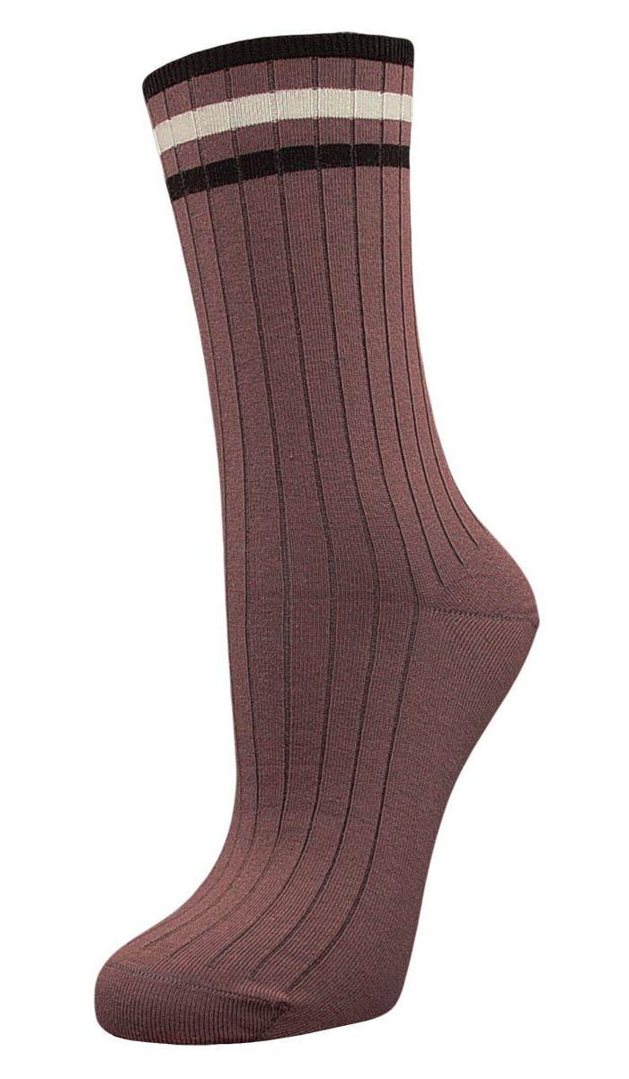 SCL73Женские носки Гранд с медицинской резинкой изготовлены по специальной технологии для людей, страдающих заболеваниями ног, а также для тех, кто думает о своем здоровье и хочет предотвратить эти заболевания. Носки предназначены для оздоровления ног и профилактики венозной недостаточности, а также для снятия синдрома тяжести в ногах. Данная модель медицинских носков мягкая, удобная, эластичная. Хорошо держит форму и обладает повышенной воздухопроницаемостью. Функция отвода влаги позволяет сохранить ноги сухими. Используя европейские стандарты на современных вязальных автоматах, компания Гранд предоставляет покупателю высокое качество изготавливаемой продукции.