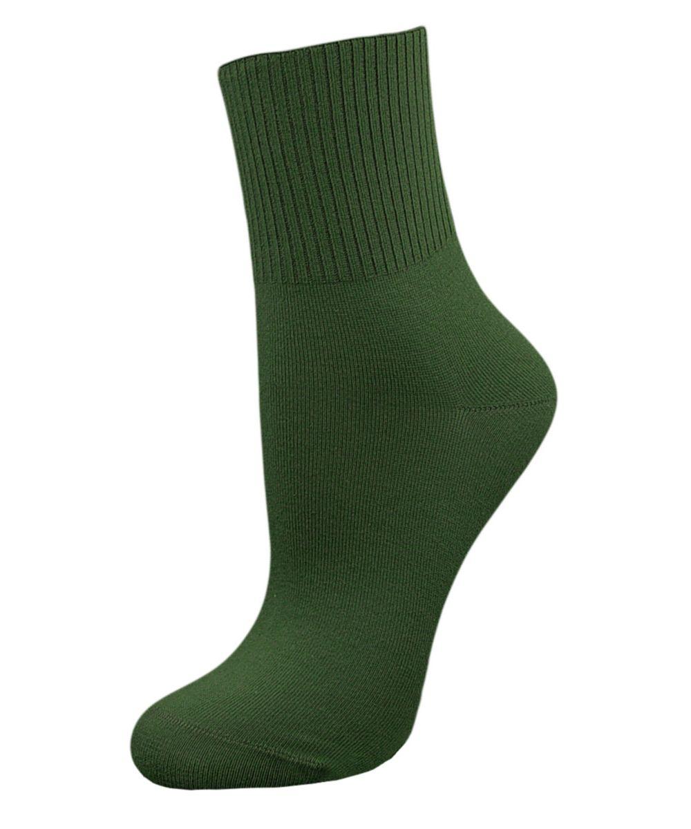 Комплект носковSCL67Женские носки Гранд с медицинской резинкой изготовлены по специальной технологии для людей, страдающих заболеваниями ног, а также для тех, кто думает о своем здоровье и хочет предотвратить эти заболевания. Данная модель медицинских носков мягкая, удобная, эластичная и прочная. Носки предназначены для оздоровления ног и профилактики венозной недостаточности, а также для снятия синдрома тяжести в ногах. Носки с бесшовной технологией зашивки мыска (кеттельный шов) изготовлены по европейским стандартам из лучшей гребенной пряжи, хорошо держат форму и обладают повышенной воздухопроницаемостью, имеют безупречный внешний вид, усиленные пятку и мысок для повышенной износостойкости, после стирки не меняют цвет. Компания Гранд использует только натуральные волокна для изготовления лечебных носков по всем требованиям медицинских стандартов.