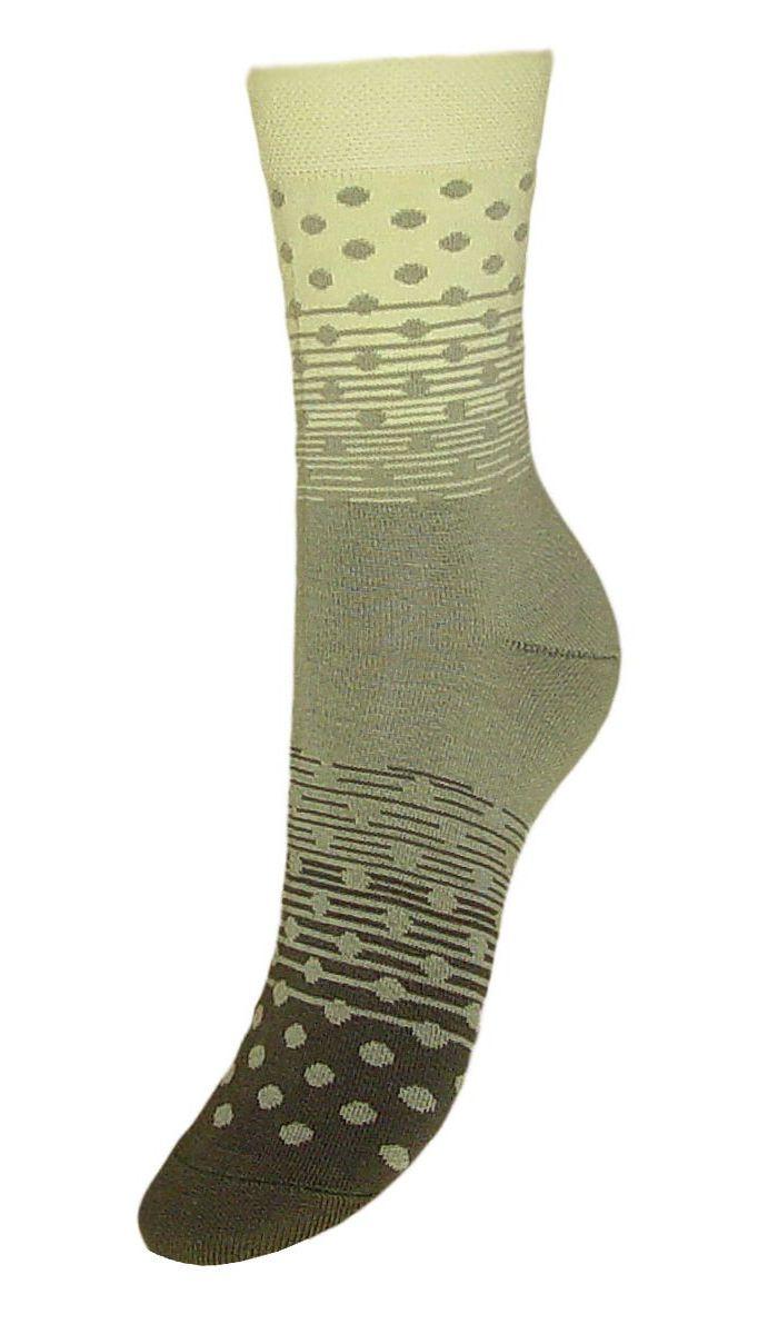 SCL57Женские носки Гранд выполнены из высококачественного хлопка, предназначены для повседневной носки. Носки, оформленные рисунком горох, изготовлены по европейским стандартам из лучшей гребенной пряжи, имеют классический паголенок, безупречный внешний вид, усиленные пятку и мысок для повышенной износостойкости, после стирки не меняют цвет. Носки долгое время сохраняют форму и цвет, а так же обладают антибактериальными и терморегулирующими свойствами.