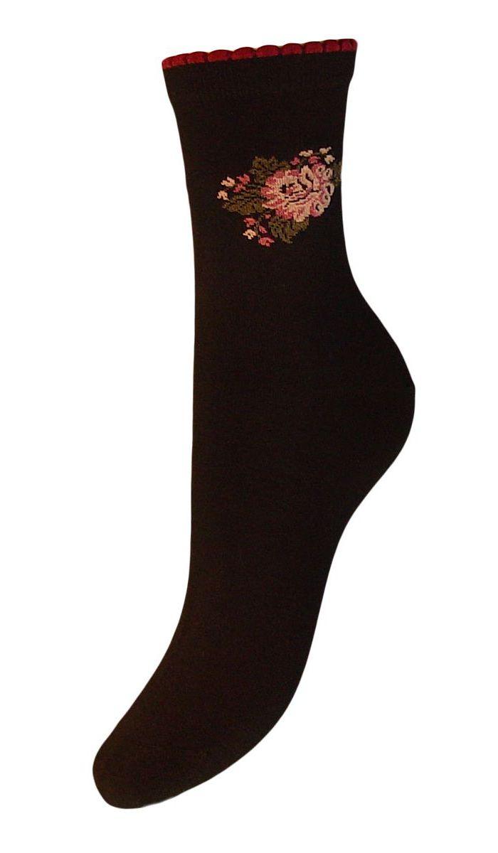 НоскиSCL77Женские носки Гранд выполнены из высококачественного хлопка. Носки, оформленные на паголенке рисунком цветок, изготовлены по европейским стандартам из самой лучшей гребенной пряжи. Они имеют безупречный внешний вид, усиленные пятку и мысок для повышенной износостойкости, после стирки не меняют цвет. Носки долгое время сохраняют форму и цвет, а так же обладают антибактериальными и терморегулирующими свойствами.
