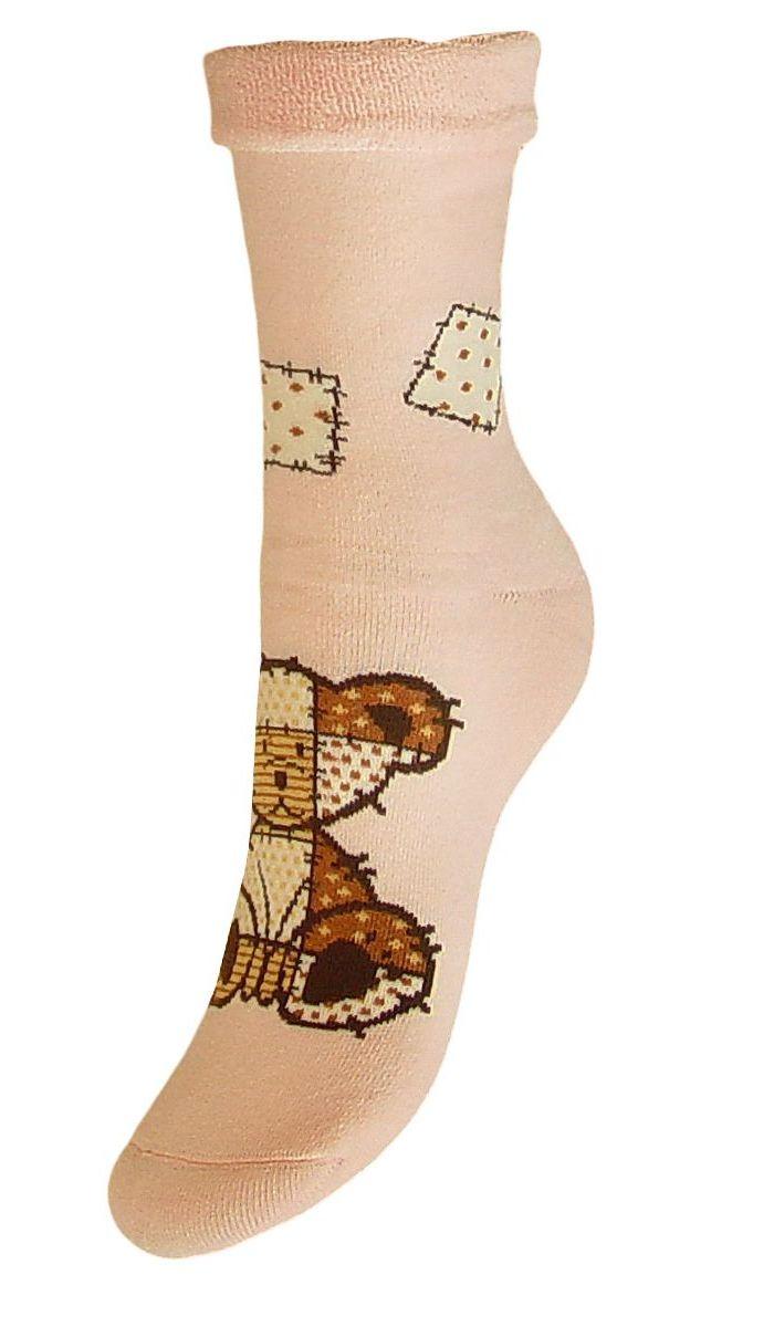 НоскиSCL79MЖенские махровые носки Гранд оформлены по центру рисунком медвежонок. Махра отлично удерживает тепло. Носки после стирки не меняют цвет, имеют усиленные пятку и мысок для повышенной износостойкости. Функция отвода влаги позволяет сохранить ноги сухими. Благодаря свойствам эластана, не теряют первоначальный вид. Используя европейские стандарты на современных вязальных автоматах, компания Гранд предоставляет покупателю высокое качество изготавливаемой продукции.