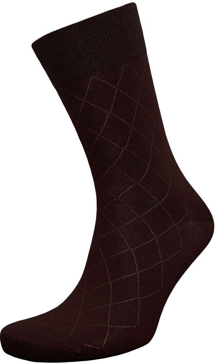 ZC92Мужские носки Гранд изготовлены из высококачественного хлопка с добавлением полиамидных и эластановых волокон, они обладают антибактериальными и теплоизолирующими свойствами, хорошо впитывают влагу, не садятся и не деформируются. Изделие имеет кеттельный (плоский шов) и дополнено рисунком в мелкие ромбы по всему носку. Мягкая анатомическая резинка идеально облегает ногу. Мысок и пятка усилены. В комплект входят две пары носков.