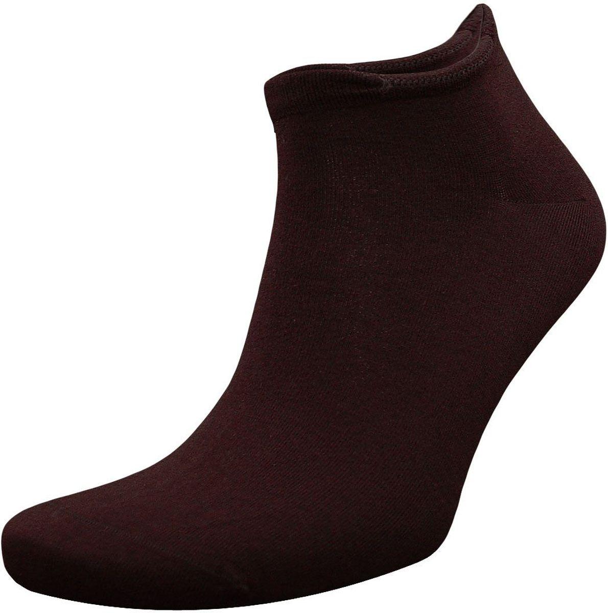 ZCL4Мужские носки Гранд выполнены из хлопка и оформлены на паголенке рисунком гребешок. Основа материала - высококачественный хлопок. Носки хорошо держат форму и обладают повышенной воздухопроницаемостью, не линяют после многочисленных стирок, имеют оптимальную высоту паголенка, кеттельный шов и мягкую анатомическую резинку.