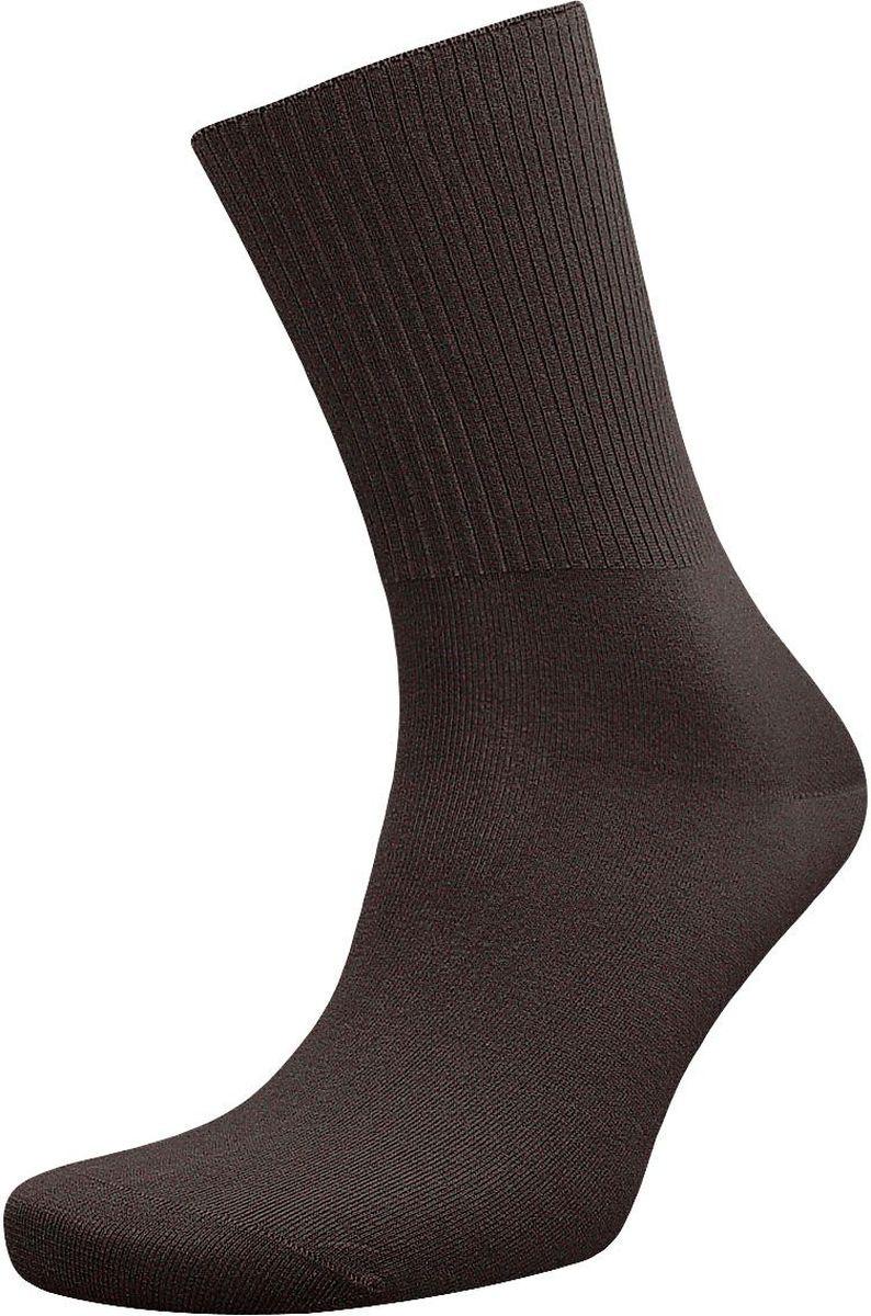 ZCL31Мужские носки с медицинской резинкой Гранд изготовлены по специальной технологии для людей, страдающих заболеваниями ног, а также для тех, кто думает о своем здоровье и хочет предотвратить эти заболевания. Выполнены носки из натурального хлопка с добавлением полиамида и эластана. Данная модель медицинских носков мягкая, удобная, эластичная и прочная. Носки предназначены для оздоровления ног и профилактики венозной недостаточности, а также для снятия синдрома тяжести в ногах. В комплект входят две пары носков.