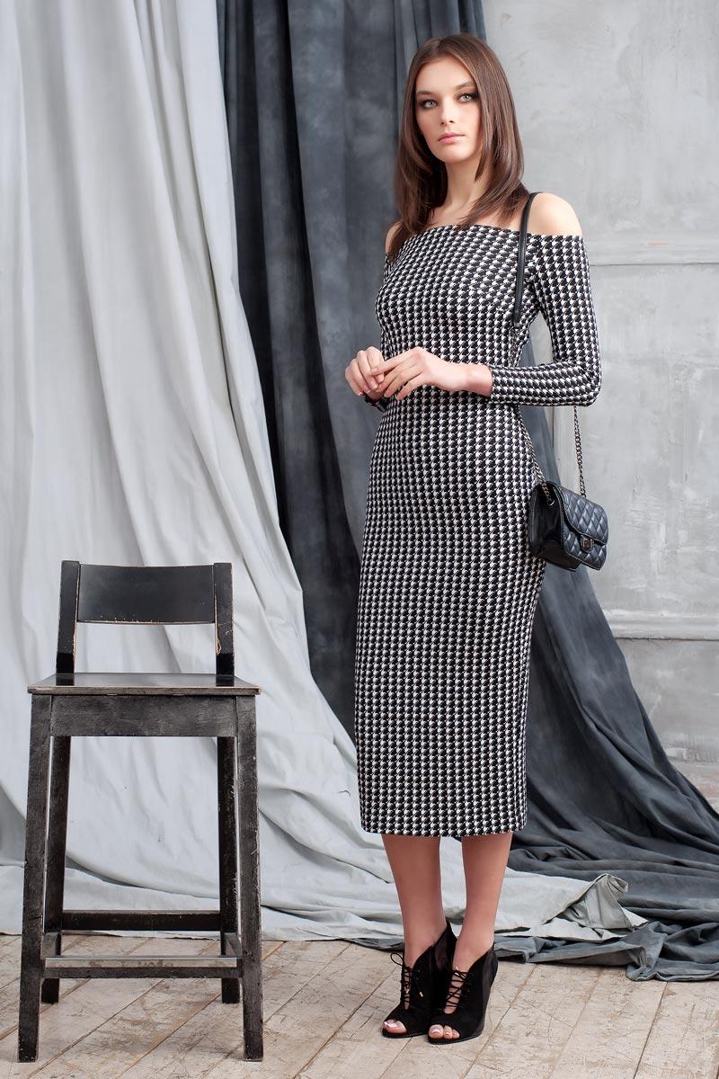 Платье0109901Элегантное платье из фактурного трикотажа с геометричеким принтом подчеркнет ваш отменный вкус и изгибы фигуры, а также станет стержнем для разнообразного комбинирования с обувью и аксессуарами. Модель прилегающего силуэта длиной ниже колена с рукавом 3/4. Вырез-лодочка делает акцент на изящные плечи. Эластичная резинка по горловине позволяет надежно фиксировать платье на плечах.