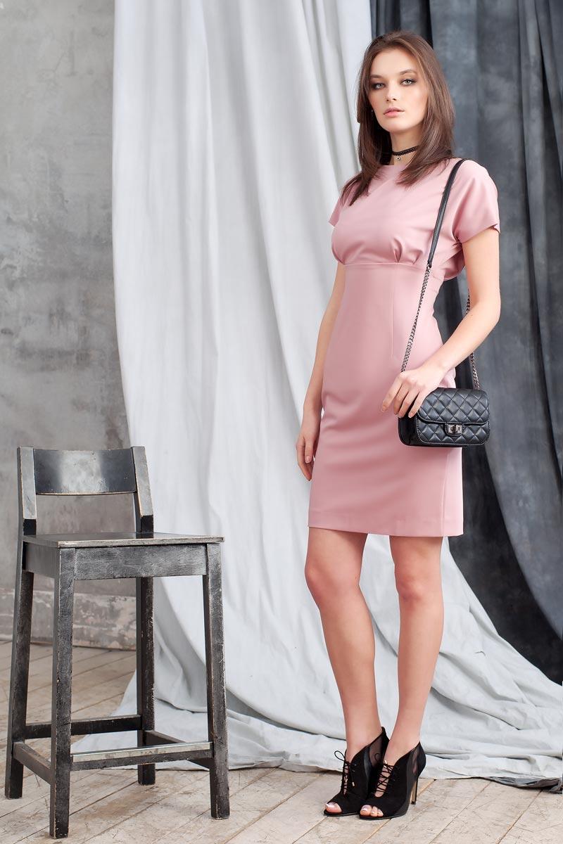 Платье0107800Стильное прямое платье длиной до колена отрезное по линии талии. Рукав короткий цельнокроеный. На спинке разрез до талии, застегивается на две пуговицы у шеи. Застежка на молнию в среднем шве спинки юбки.