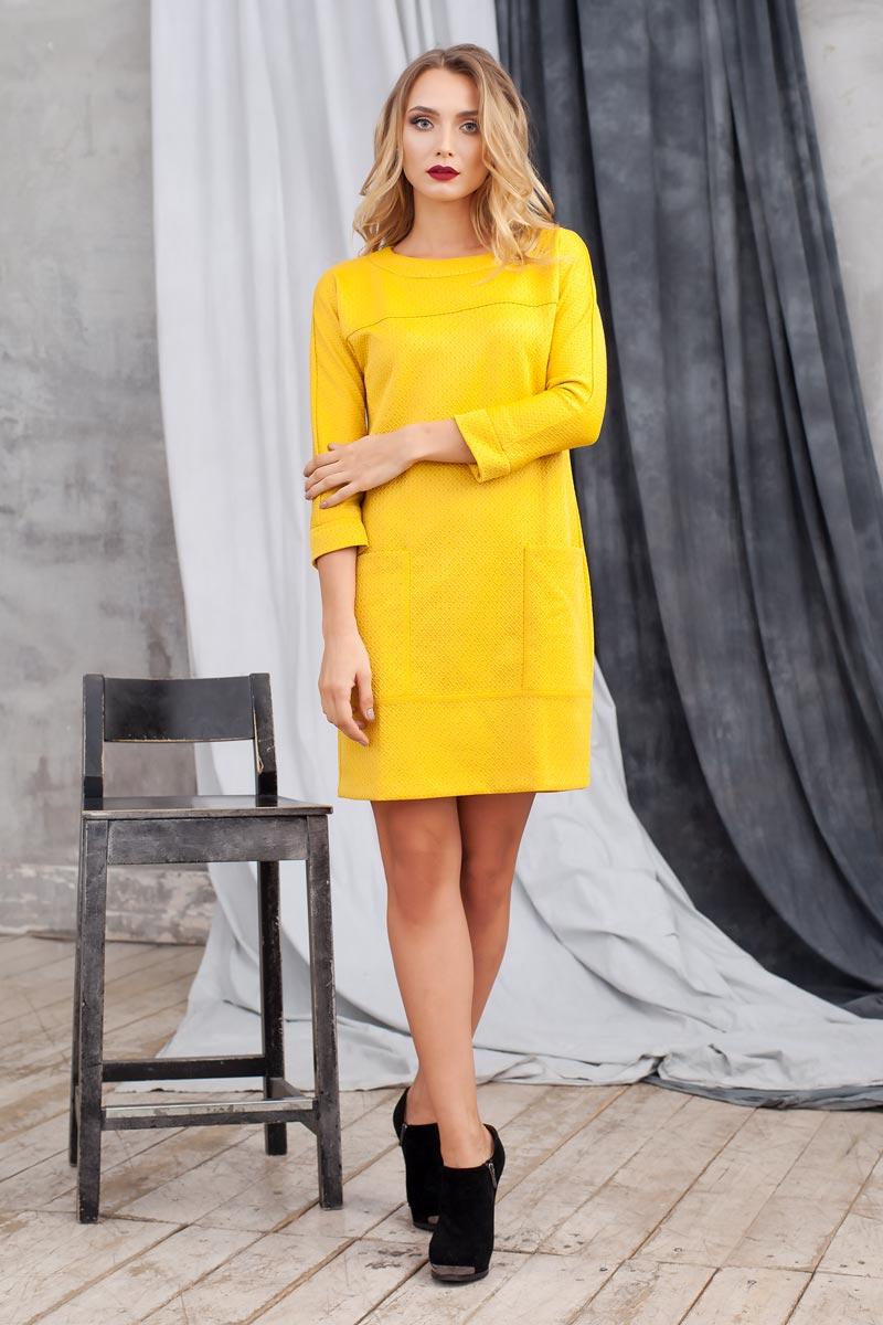 0105404Стильное платье из плотного структурного трикотажа. Модель полуприлегающего силуэта с цельнокроеным рукавом. Впереди выполнены накладные карманы. Сзади застежка на пуговицу. Прекрасный вариант на каждый день.