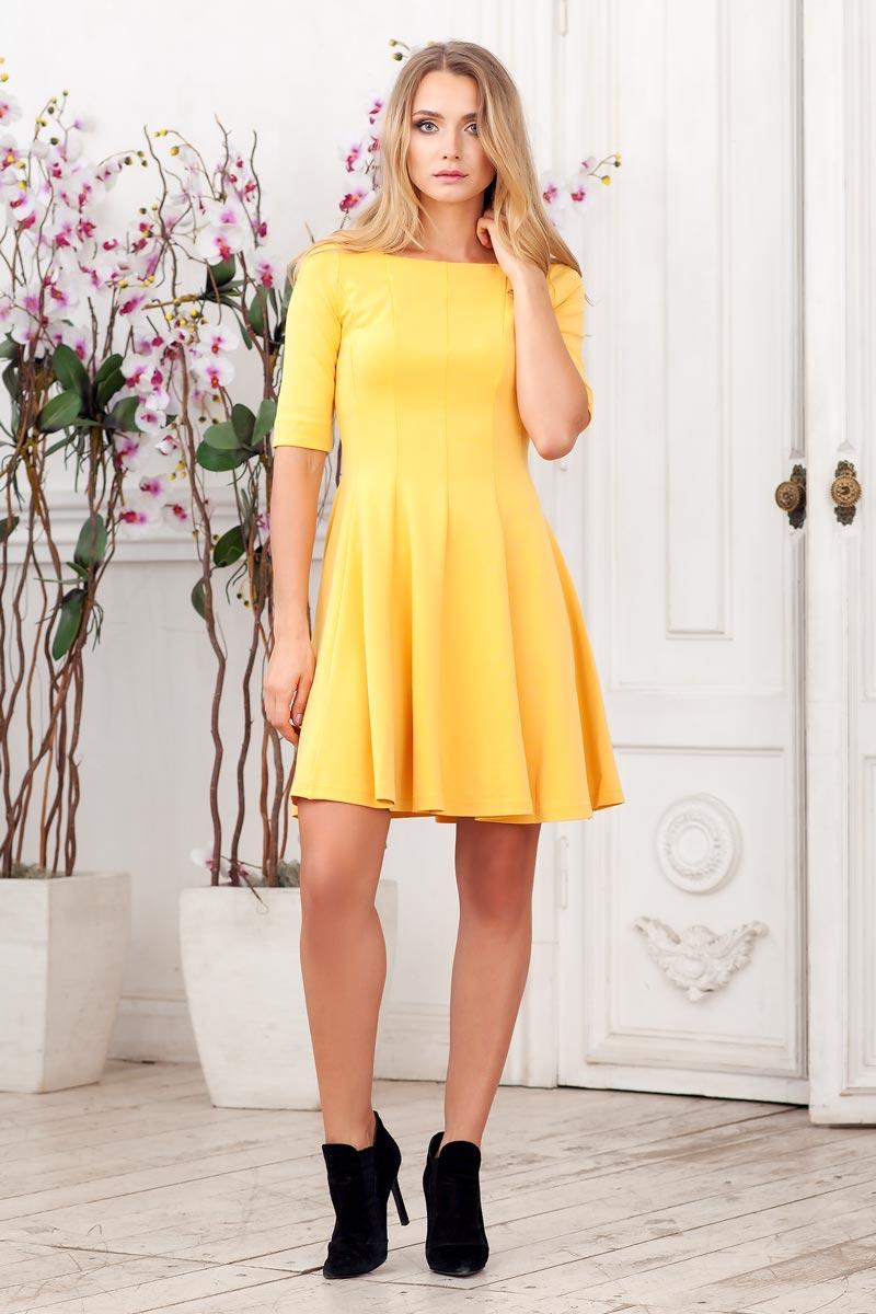 Платье0105005Стильное платье из плотного трикотажа с рукавом до локтя. Модель приталенного силуэта с расклешеной юбкой. Вырез горловины каре.