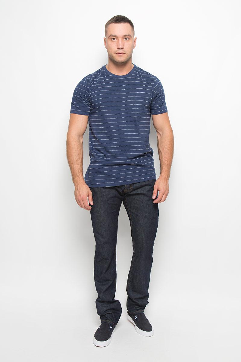 ФутболкаL65PUJMLСтильная мужская футболка Lee, выполненная из высококачественного хлопка, обладает высокой теплопроводностью, воздухопроницаемостью, очень приятна к телу. Модель с круглым вырезом горловины, короткими рукавами - идеальный вариант для создания образа в стиле Casual. Модель дополнена накладным карманом на груди. Такая модель будет дарить вам комфорт в течение всего дня и послужит замечательным дополнением к вашему гардеробу.