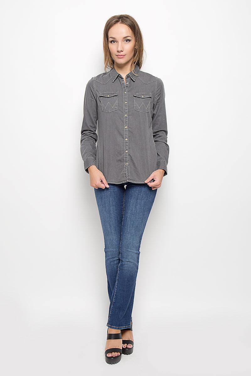 ДжинсыW26P9179HСтильные женские джинсы Wrangler Avery созданы специально для того, чтобы подчеркивать достоинства вашей фигуры. Модель расклешенного кроя и средней посадки станет отличным дополнением к вашему современному образу. Застегиваются джинсы на пуговицу в поясе и ширинку на застежке-молнии, имеются шлевки для ремня. Спереди модель оформлена двумя втачными карманами и одним небольшим секретным кармашком, а сзади - двумя накладными карманами. Эти модные и в тоже время комфортные джинсы послужат отличным дополнением к вашему гардеробу. В них вы всегда будете чувствовать себя уютно и комфортно.
