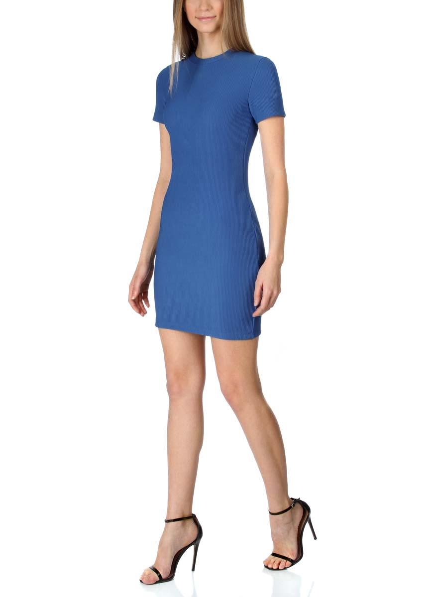 14011007/45262/2900NСтильное трикотажное платье oodji Ultra выполнено из высококачественного комбинированного материала, мягкого и нежного на ощупь. Модель по фигуре с круглым вырезом горловины и короткими рукавами застегивается на спинке на застежку-молнию.