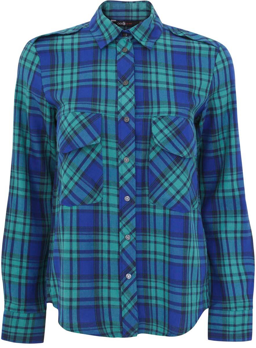 Рубашка11411052/42850/4533CУдобная женская рубашка oodji Ultra, выполненная из натурального хлопка, не оставит вас без внимания. Модель с длинными рукавами и отложным воротником застегивается спереди по всей длине на кнопки. Манжеты рукавов также застегиваются на кнопки. Оформлена рубашка стильным принтом в клетку и двумя накладными карманами с клапанами.