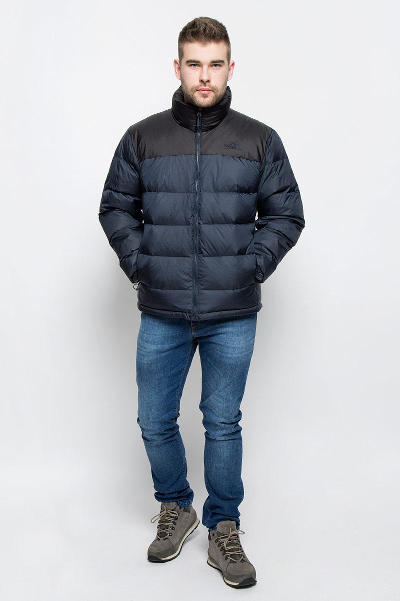 ПуховикT0AUFDM8UМужской пуховик The North Face M Nuptse 2 Jacket изготовлен из высококачественного нейлона с водооталкивающей пропиткой. В качестве утеплителя используется гусиный пух и перо, которые отлично сохраняют тепло при температуре до -15 °C. Подкладка выполнена из полиэстера. Пуховик с воротником-стойкой застегивается на застежку-молнию и дополнительно имеет внутреннюю ветрозащитную планку. Низ рукавов дополнен эластичными вставками и хлястиками на кнопках. Объем низу регулируется с помощью эластичного шнурка со стоппером. Спереди имеются два прорезных кармана с на застежках-молниях. Модель оформлена вышитвм логотипом бренда.