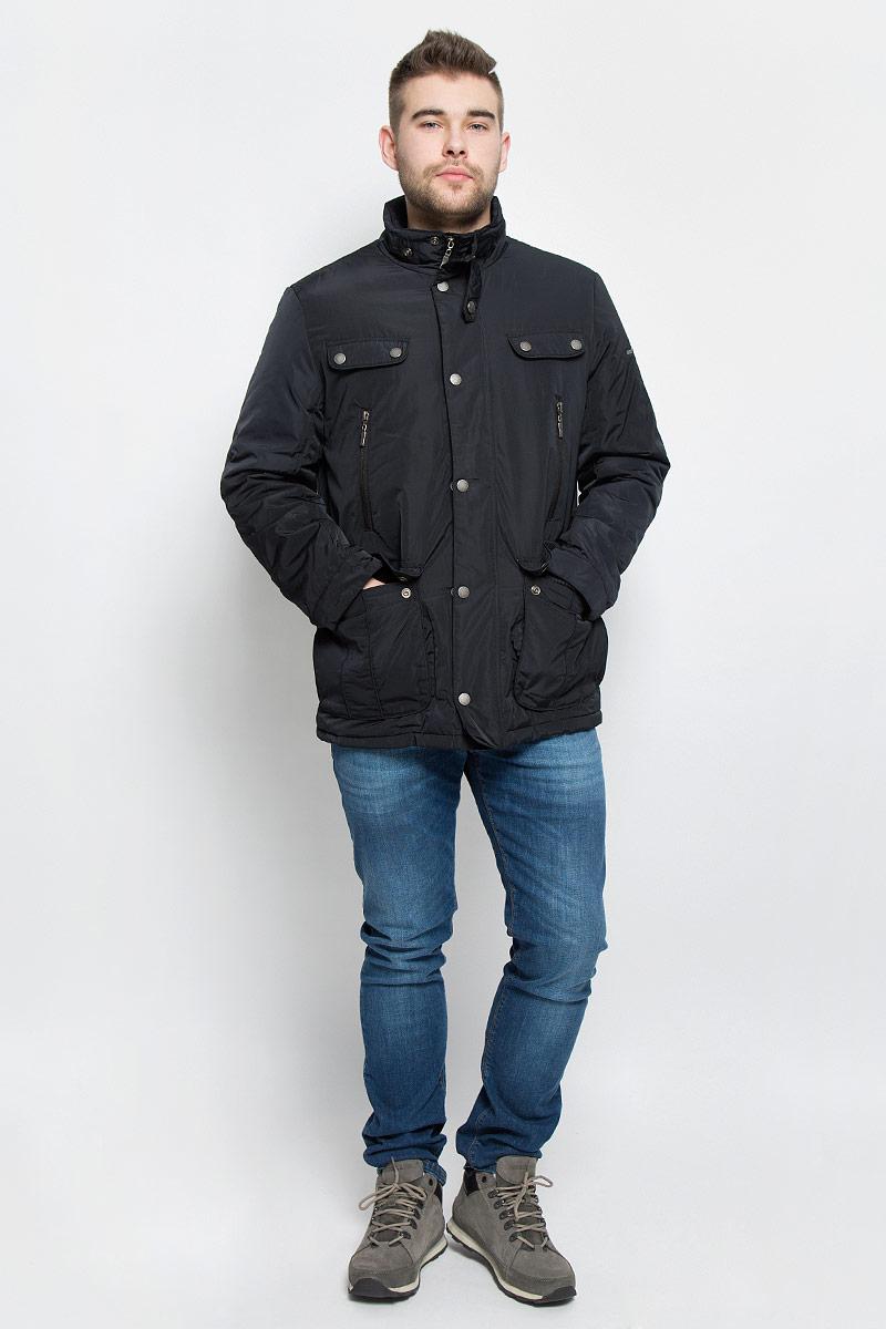 КурткаB536524_BLACKМужская куртка Baon изготовлена из высококачественного полиэстера. В качестве утеплителя и подкладки используется полиэстер. Куртка с воротником-стойкой застегивается на застежку-молнию и дополнительно имеет ветрозащитную планку на кнопках. Низ рукавов дополнен манжетами на кнопках. Спереди имеется два накладных кармана с клапанами на кнопках и два прорезных кармана на застежках-молниях, с внутренней стороны - два прорезных кармана на застежках-молниях. Модель оформлена декоративными клапанами и металлическим значком с названием бренда.