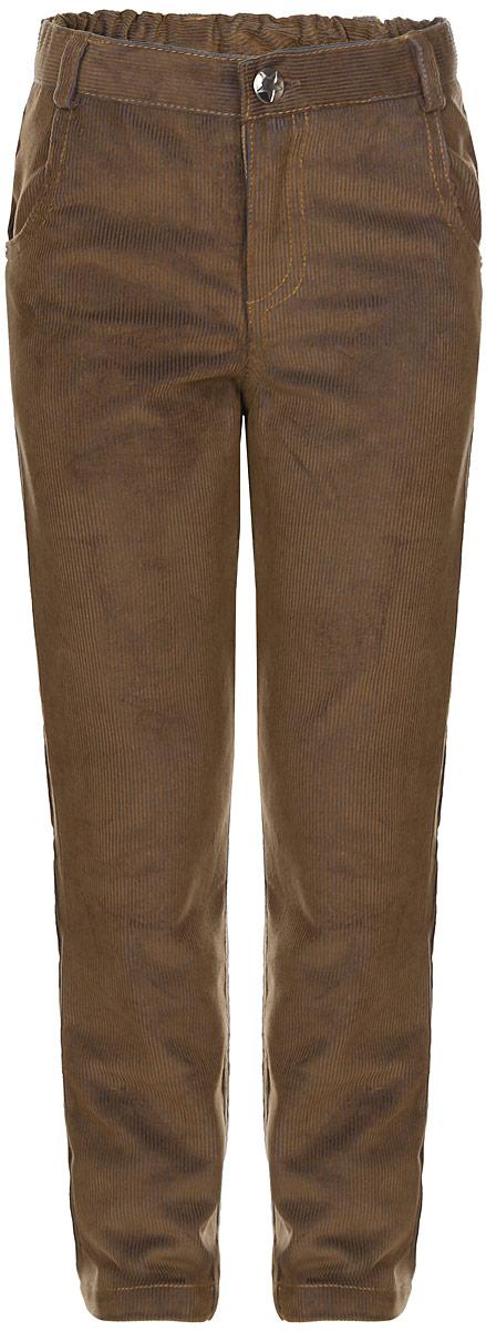 Baby Nice_светло-коричневыйДетские брюки Baby Nice изготовлены из вельвета (100% хлопок). Модель застегивается на пуговицу и имеет ширинку с застежкой-молнией. Регулировка в поясе на эластичной тесьме с пуговицами обеспечит идеальную посадку по фигуре. Спереди расположены два втачных кармана, сзади - два накладных. Износостойкие и очень комфортные брюки подойдут и для школы, и для повседневной носки.