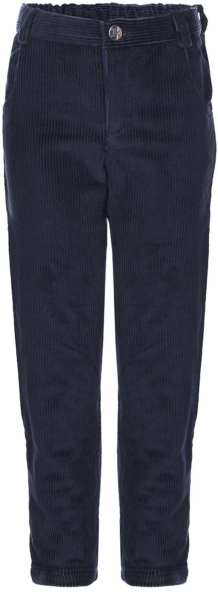 БрюкиBaby Nice_темно-синийДетские брюки Baby Nice изготовлены из вельвета (100% хлопок). Модель застегивается на пуговицу и имеет ширинку с застежкой-молнией. Регулировка в поясе на эластичной тесьме с пуговицами обеспечит идеальную посадку по фигуре. Спереди расположены два втачных кармана, сзади - два накладных. Износостойкие и очень комфортные брюки подойдут и для школы, и для повседневной носки.