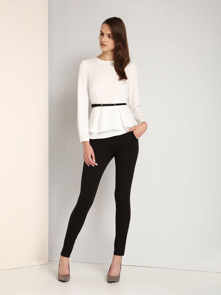 БлузкаSBD0622BIЖенская блузка Top Secret выполнена из 100% полиэстера. Модель с круглым вырезом горловины и длинными рукавами сзади застегивается на потайную застежку-молнию и пуговицу. Низ рукавов дополнен узкими манжетами на пуговицах. По талии блуза дополнена двойной баской.К модели прилагается узкий ремешок.