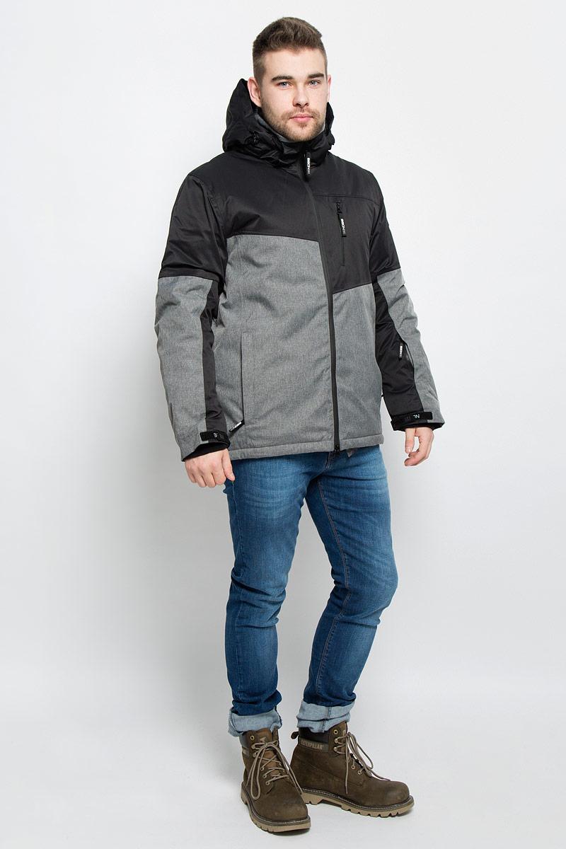 B536904_WASABI-BLACKМужская куртка Baon изготовлена из высококачественного полиэстера. В качестве утеплителя используется полиэстер. Куртка с воротником-стойкой и съемным капюшоном застегивается на застежку-молнию с двумя бегунками и защитой для подбородка, а также дополнительно имеет внутреннюю ветрозащитную планку. Капюшон оснащен эластичными шнурками со стопперами и пристегивается к куртке с помощью застежки-молнии. Рукава дополнены внутренними эластичными манжетами с отверстиями для больших пальцев и хлястиками на липучках. Под рукавом расположена застежка-молния и сетчатый материал для дополнительной вентиляции. Низ изделия дополнен съемной ветрозащитной планкой на кнопках. Объем по низу регулируется с помощью эластичного шнурка со стоппером. Спереди имеются три прорезных кармана на застежках-молниях, с внутренней стороны - прорезной карман на застежке-молнии и небольшой накладной карман-сетка на кнопке. На левом рукаве расположен небольшой прорезной карман на застежке-молнии . Куртка оформлена...