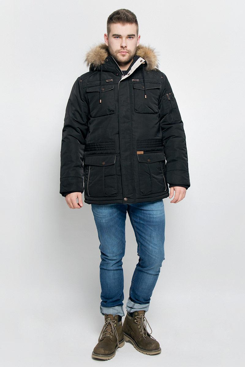 КурткаB536522_BLACKМужская куртка Baon изготовлена из высококачественного полиэстера. В качестве утеплителя и подкладки используется полиэстер. Куртка с несъемным капюшоном застегивается на застежку-молнию с двумя бегунками и дополнительно имеет ветрозащитную планку на кнопках. Капюшон оснащен шнурками со стопперами и оформлен натуральным мехом, который пристегивается к нему за счет кнопок. Низ рукавов дополнен эластичными манжетами. Объем по линии талии регулируется с помощью эластичного шнурка со стоппером. Спереди имеется шесть накладных карманов с клапанами на кнопках и два прорезных кармана на застежках-молниях, с внутренней стороны - два прорезных кармана на застежках-молниях. На левом рукаве расположен накладной карман на застежке-молнии. Модель оформлена фирменными нашивками.