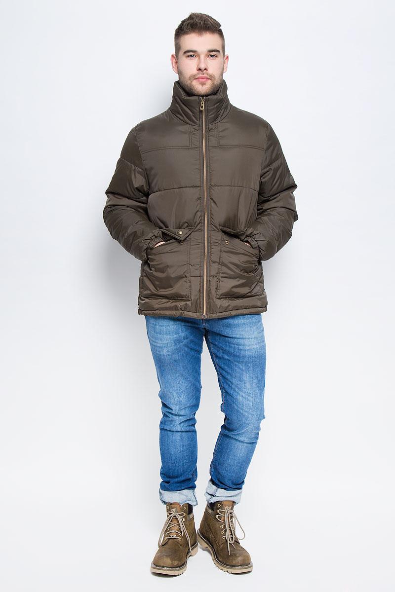 Куртка20100467_774Мужская куртка Broadway Starsky выполнена из высококачественного полиэстера. В качестве подкладки и наполнителя также используется полиэстер. Модель с воротником-стойкой застегивается на застежку-молнию с внутренней ветрозащитной планкой. Низ рукавов дополнен эластичными манжетами. Спереди расположено два накладных кармана с клапанами на кнопках, а с внутренней стороны накладной карман на липучке.