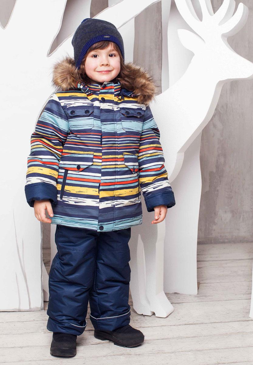 1КС1613Теплый комплект для мальчика Oldos Яков идеально подойдет для вашего ребенка в холодное время года. Комплект состоит из куртки и полукомбинезона, изготовленных из водоотталкивающего и грязеотталкивающего материала с утеплителем HOLLOFAN - искусственный наполнитель нового поколения, который хорошо согревает в морозы, не вызывает аллергии, выводит излишнюю влагу, а также сохраняет и быстро восстанавливает свой объем при длительной эксплуатации и многократных стирках. Куртка с капюшоном и небольшим воротником-стойкой застегивается на пластиковую застежку-молнию и дополнительно имеет внутренний ветрозащитный клапан и внешний ветрозащитный клапан на застежках-кнопках и липучках. Также предусмотрена защита подбородка. В качестве подкладки используется хлопок, а на рукавах - 100% полиэстер. Капюшон пристегивается с помощью застежки-молнии. Он дополнен скрытой резинкой на стопперах и декорирован опушкой, пристегивающейся на застежку-молнию. Рукава имеют внутренними трикотажными...