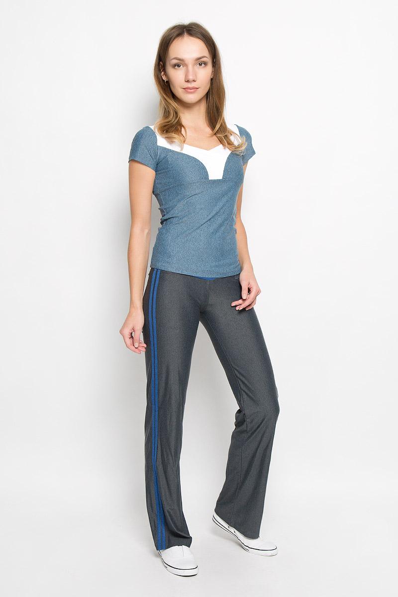 БрюкиAL-2905Спортивные брюки из линии Grishko Fitness. Модель выполнена из шелковистого, приятного на ощупь меланжированного полиамида с лайкрой в оптимальном для спортивных нагрузок сочетании. Материал не сковывает движений и подчеркивает спортивное телосложение за счет визуально корректирующих фигуру линий и кантов. Модель оформлена контрастными лампасами.