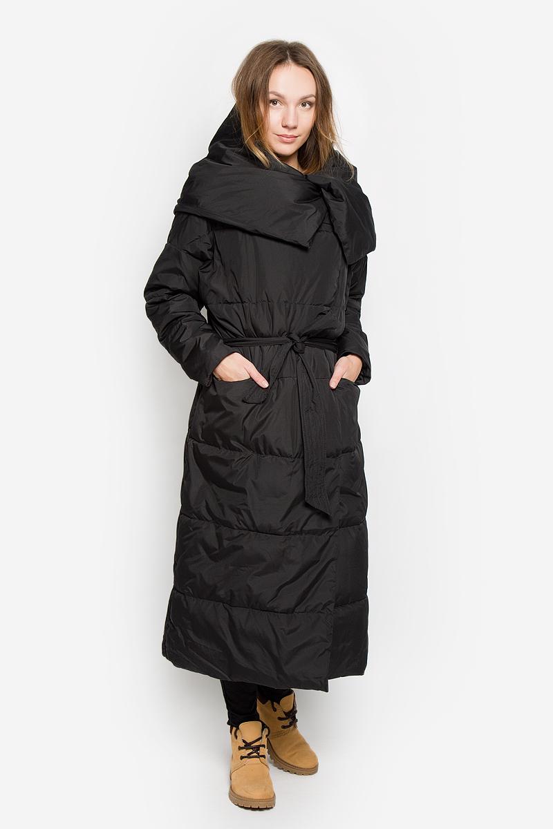 W16-170090_200Стильное женское пальто Finn Flare изготовлено из высококачественного полиэстера. В качестве утеплителя используется полиэстер. Пальто с объемным воротником-хомут застегивается на кнопки. Спереди расположены два прорезных кармана на застежках-молниях. Модель дополнена поясом на талии.